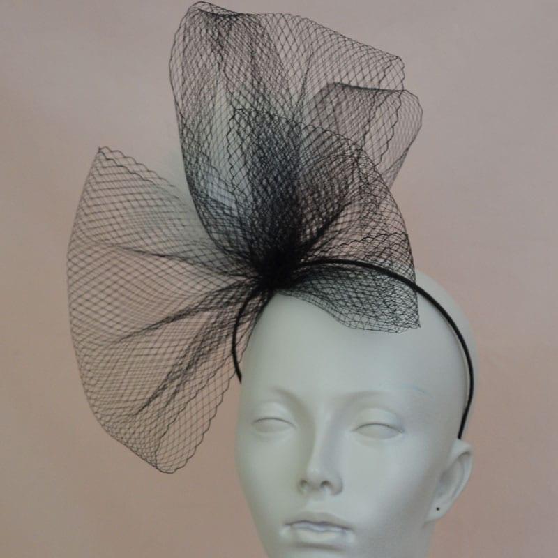 fashionable headband in black veiling