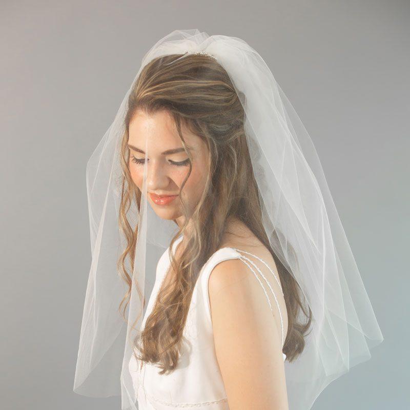 bride_wearing_wedding_veil